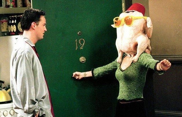 """""""Symbol des Thanksgiving-Feiertages"""": Friends-Star Courtney Cox stellt ihre berühmteste Szene nach"""