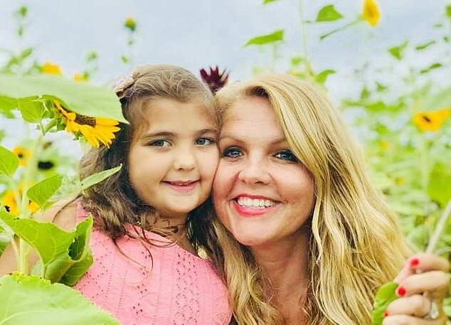 """""""Herkulesknoten"""": Mutter entwirrte nach einem kindischen Streich 20 Stunden lang die Haare ihrer Tochter"""