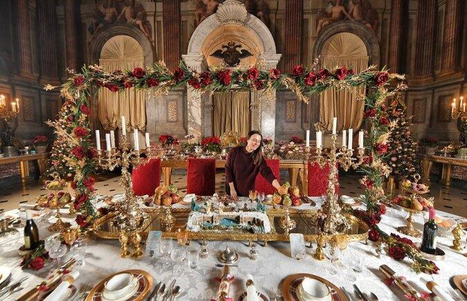 """""""Aristokratische Weihnachten"""": Wie das einzige nicht-königliche Schloss in Großbritannien während der Feiertage aussieht"""