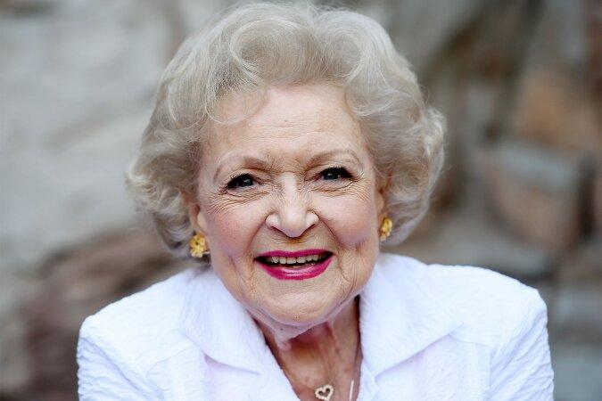"""""""Hollywood-Jubiläum"""": Hollywoods älteste Schauspielerin Betty White verrät, wie sie ihren neunundneunzigsten Geburtstag feiern wird"""