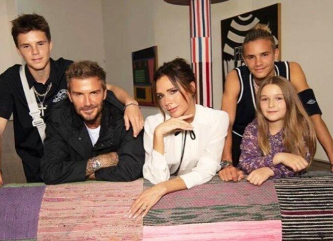"""""""Im Familienkreis"""": Victoria Beckham lud nur ihren Mann und ihre Kinder zur Präsentation ihrer neuen Kollektion ein"""