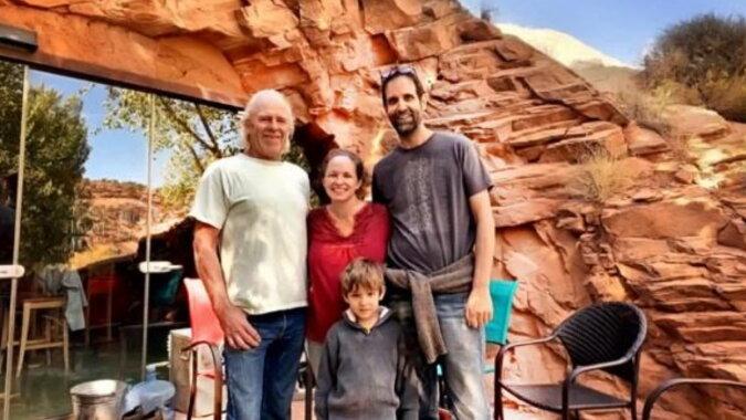 Die Familie, die in einem Haus in der Höhle wohnt.