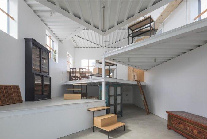 Eine Familie aus Japan lebt in einem Haus, das von außen gewöhnlich aussieht: es hat aber dreizehn Stockwerke