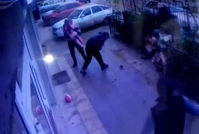 """""""Schutzengel"""": Busfahrer fing ein Mädchen auf, das aus dem 5. Stock fiel"""