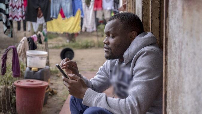 """""""Der Lehrer aus dem Messenger"""": 27-jähriger Lehrer ohne Ausbildung bereitet Schüler erfolgreich nur per WhatsApp auf Prüfungen vor"""