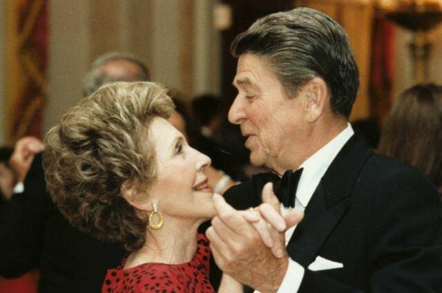 """""""Vorhersagen für Politiker"""": Was ein berühmter Astrologe der Frau des amerikanischen Präsidenten Ronald Reagan Nancy sagte"""