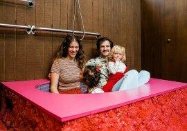 """""""Zeitkapsel"""": Das Paar kaufte ein neues Haus, das im Stil der 1970er Jahre stilisiert ist"""