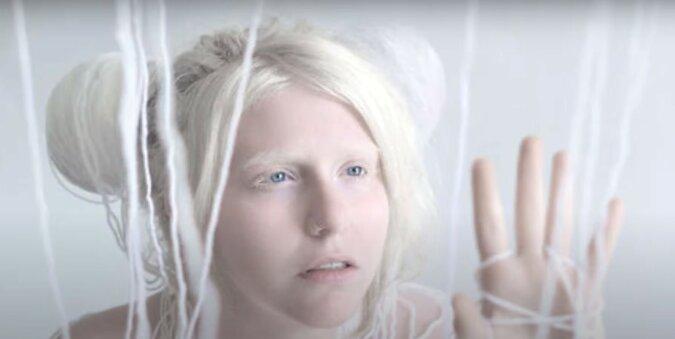 Frau. Quelle: Screenshot YouTube