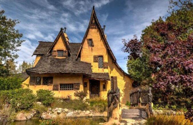 """Die Geschichte vom """"Hexenhaus"""", das von einem Ort zum anderen flog"""