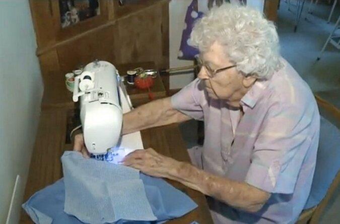 Eine 99-jährige Frau näht jeden Tag Kleider für arme Mädchen