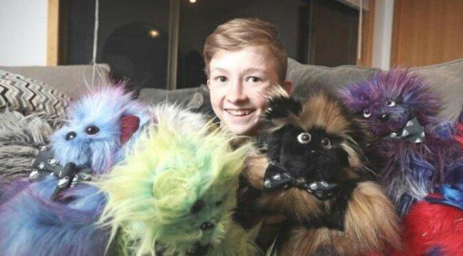 Ein Junge mit einem guten Herzen: ein 12-Jähriger näht Spielzeuge für besondere Kinder
