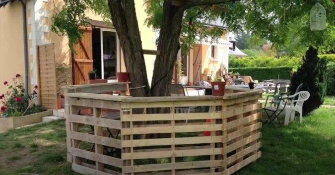Kreativ und preiswert: Ein Paar veränderte seinen Garten mit Hilfe von alten Paletten