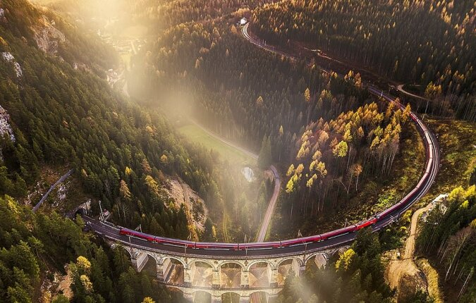 """""""Im Stil von Harry Potter"""": Der Fotograf teilte einige der epischsten Aufnahmen der europäischen Eisenbahn"""