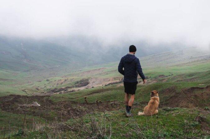 Mann und Hund. Quelle: Screenshot Instagram