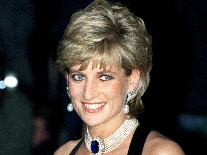 """""""Er war auf die Aufmerksamkeit neidisch"""": warum Prinz Charles eifersüchtig auf Dianas Popularität reagierte"""