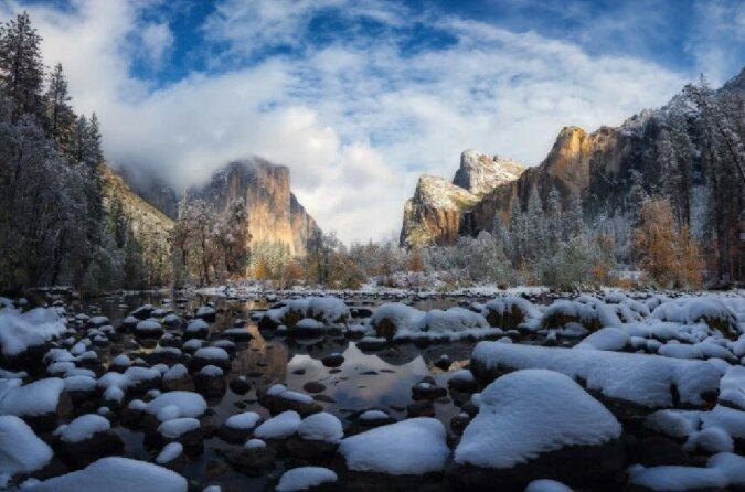 """""""Eine wunderschöne Mischung aus Herbst- und Winterfarben"""": Erster Schneefall des Jahres im Yosemite National Park, Kalifornien"""