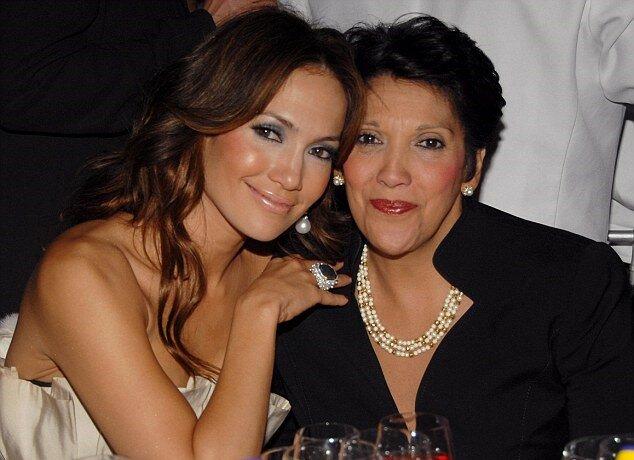 """""""Familiengeheimnisse"""": Jennifer Lopez teilte Einzelheiten über die Beziehung zu ihrer Mutter mit"""