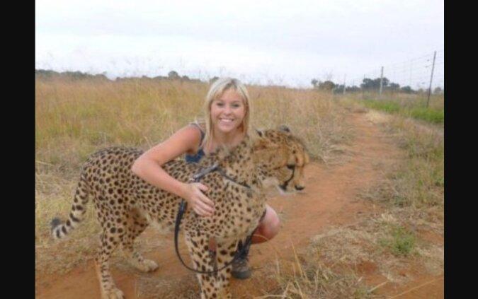 Eine junge Frau rettete ein Gepardenbaby und konnte es im Tierheim nicht lassen: Jetzt lebt ein treuer Freund bei ihr