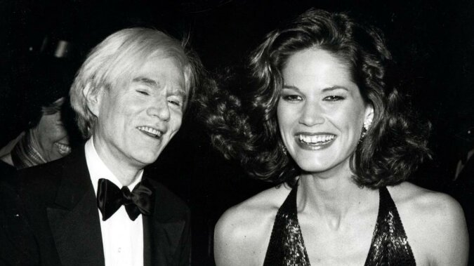 """""""Meisterwerke des Luxus"""": Schmuck von Andy Warhols Muse wurde für anderthalb Millionen US-Dollar versteigert"""
