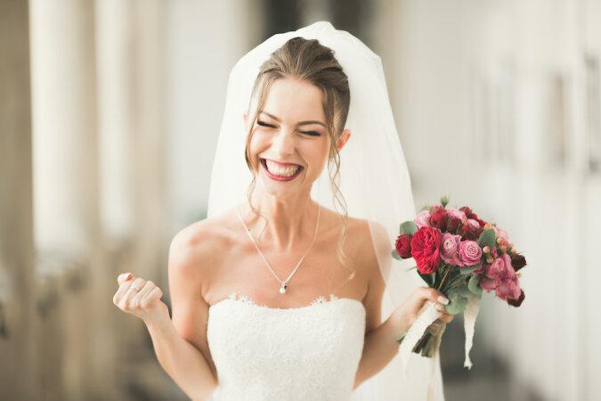 """""""Am wertvollsten in meinem Leben"""": Nachdem sie sich vom Bräutigam getrennt hatte, beschloss die Frau, sich selbst zu heiraten"""