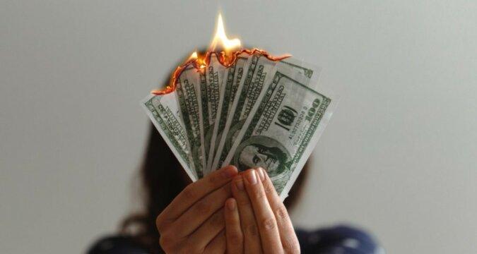 Brennendes Geld. Quelle: financehacks.com