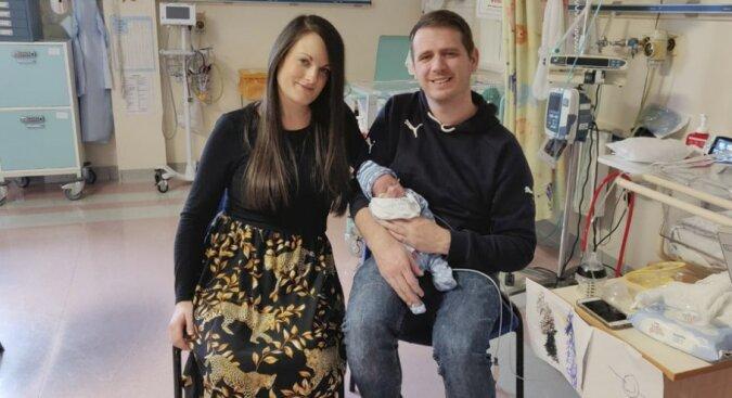 Die Liebe der Mutter ist grenzenlos: Eine schwangere Frau wurde zweimal operiert, damit man ihr ungeborenes Kind retten konnte