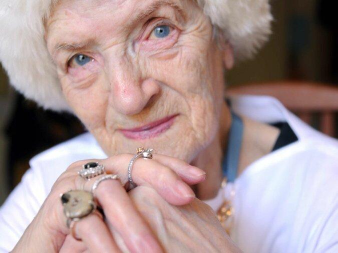 """""""Alter ist kein Hindernis"""": Ein pensioniertes Model, das sein ganzes Leben lang für Künstler posierte, beschloss nun, Wissenschaftlern zu helfen"""