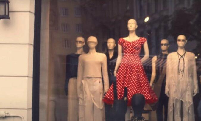 Kleider. Quelle: Screenshot YouTube
