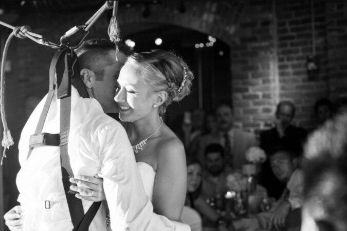 Ein Mann, der nicht laufen konnte, wollte seiner Verlobten den ersten Hochzeitstanz schenken