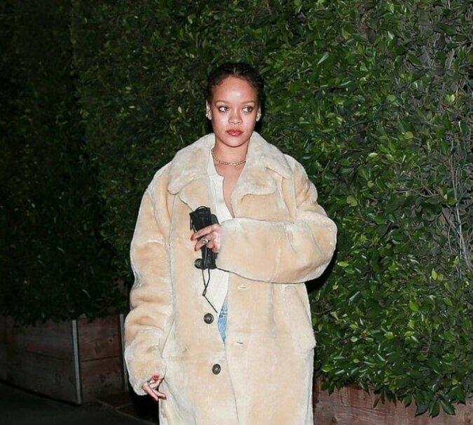 """""""Sie ist immer noch schön"""": Sängerin Rihanna zeigte, wie sie ohne das übliche Make-up aussieht"""