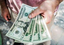 Hände mit Geld. Quelle: tsn