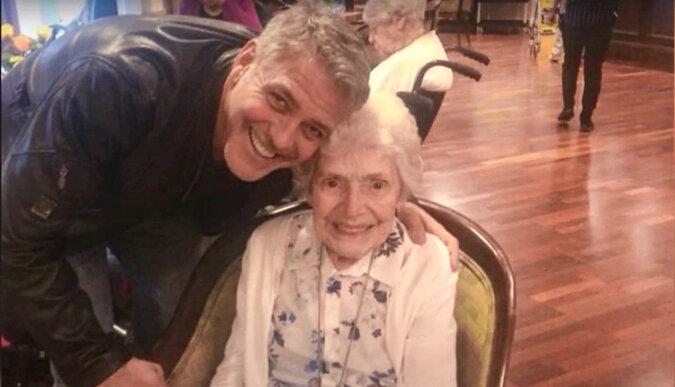 Pat Adams und George Clooney. Quelle: Screenshot YouTube