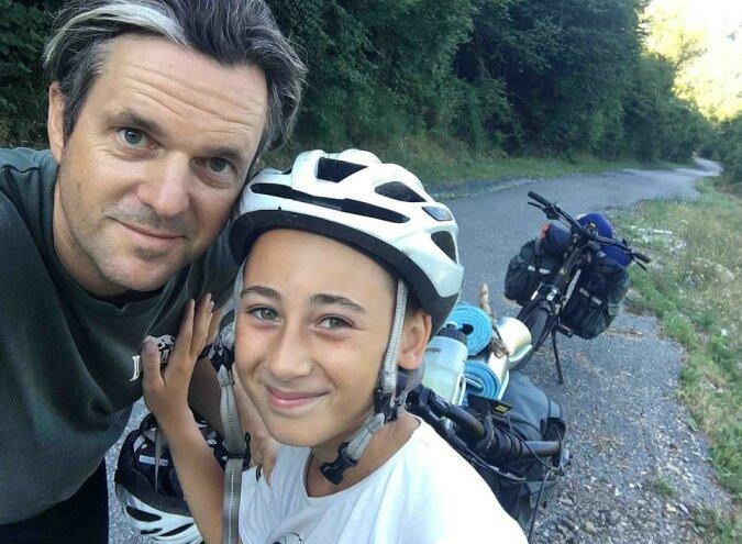 Väter und Söhne: Vater und Sohn machten eine 93-tägige Wanderung und legten 2.000 km zurück, um die Großmutter zu besuchen