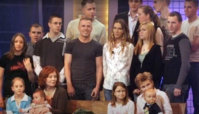Mit 13 Kindern und sieben Enkelkindern brachte Annegret Rauning mit 65 Jahren Vierlinge zur Welt: Wie die Familie nun lebt