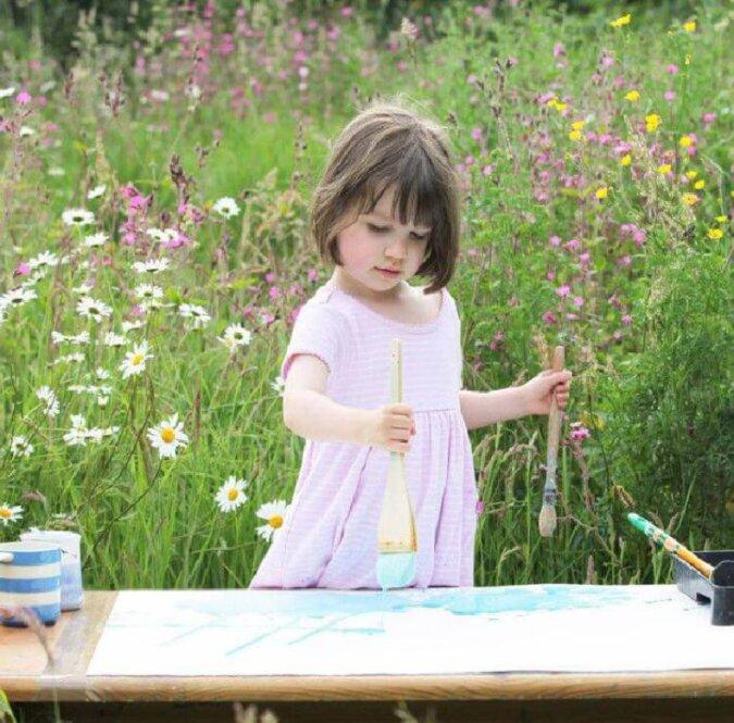 Mit sieben Jahren malt ein besonderes Mädchen magische Bilder, die bereits ihre Bewunderer gefunden haben