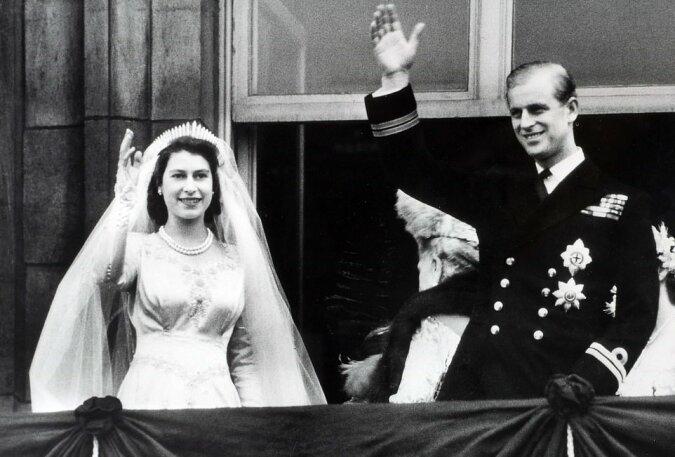 """""""73 Jahre zusammen"""": Wie Verwandten der Königin Elizabeth und ihrem Ehemann Philip zu ihrem Hochzeitstag gratulierten"""