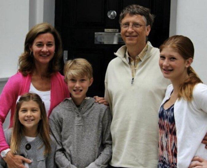 Der 64-jährige Bill Gates erzählte uns, warum er jetzt glücklicher ist, als wann er 25 Jahre alt war