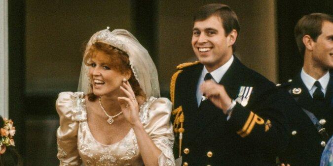 Wie sich die Schwiegertochter der Königin Elizabeth Sarah Ferguson verhielt, als sie die königliche Familie zum ersten Mal traf