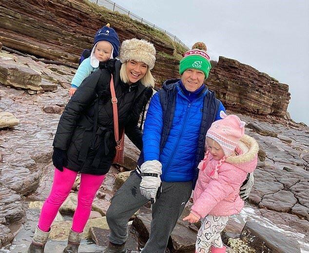 """""""Strandfund"""": Das vierjährige Mädchen fand beim Spaziergang einen 215 Millionen Jahre alten Dinosaurierabdruck"""