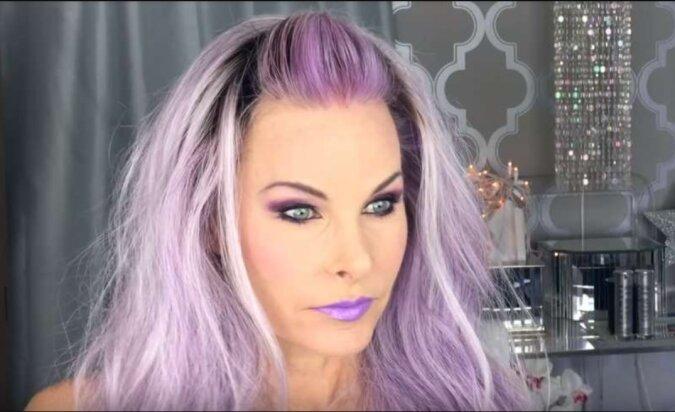 Minus 30 Jahre in zwei Minuten: Eine 52-jährige Frau zeigt, wie sie sich mit Make-up verändert