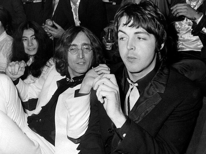 """""""Immer noch zusammen"""": Rocklegende Sir Paul McCartney gab zu, dass er sich mit John Lennon immer noch mental berät"""