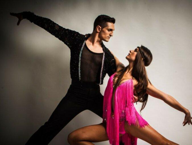 Das Paar ging auf den Tanzboden und tanzte wie zum letzten Mal