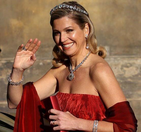 """""""Dame in Rot"""": Die niederländische Königin Maxima probierte einen neuen Look an"""