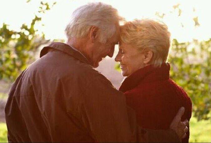 """""""Wie zum ersten Mal"""": Ein Ehemann verliebte sich in seine Frau und machte ihr nach 13 Jahren Ehe einen Heiratsantrag"""