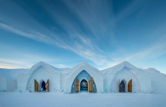 """""""Eisreich"""": Wie ein Hotel aus Eis mit einem Café und Hochzeitszimmer aussieht"""