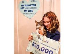 Ein Mädchen gewann 50 000 Dollar, indem es einen Aufsatz über seine Katze schrieb: es hat das Geld aber nicht behalten