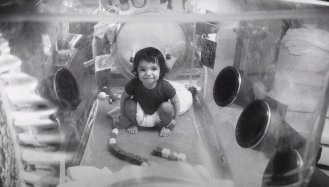Leben in einer Blase: die Geschichte eines Jungen, der von der Außenwelt völlig abgeschirmt war