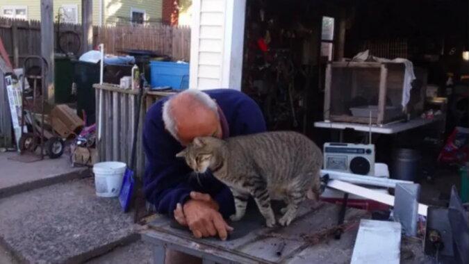 Der Mann mit der Katze. Quelle: goodhouse