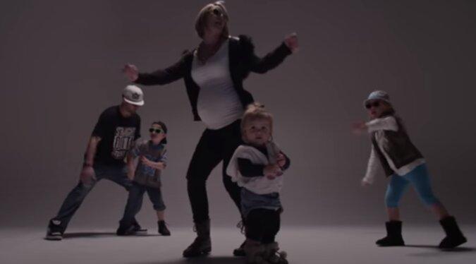 Tanz vor der Geburt: Die Frau tanzte im Kreißsaal vor dem Personal während der Wehen