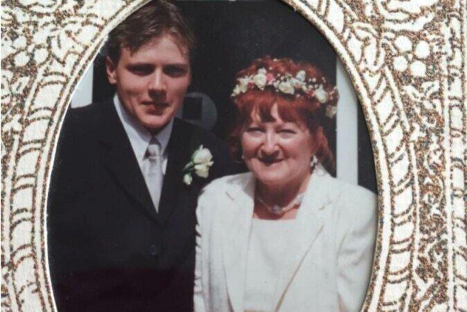 Als der Junge 17 Jahre alt war, heiratete er eine 51-Jährige: wie sie nach 18 Jahren des Zusammenlebens leben